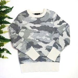 Banana Republic gray white knit camo sweater XS